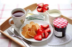 Valentines-Day-plate of breakfast food